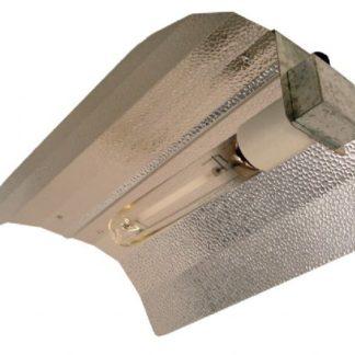 Reflektor af høj kvalitet! Denne reflektor er formet, så man får mest ud af lyskilden.